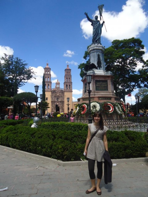 Berühmte Pfarrkirche und Statue des Priesters und Revolutionärs Hidalgo
