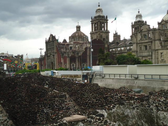 Kathedrale und Mauerreste des einst mächtigen Tenochtitlán