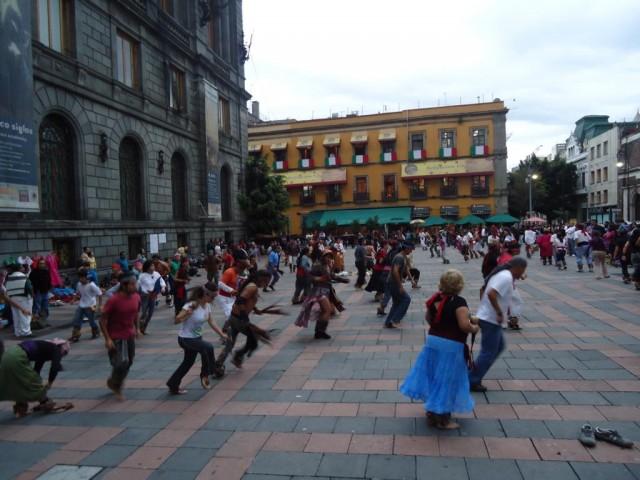 Aztekentänzer im Herzen der Stadt
