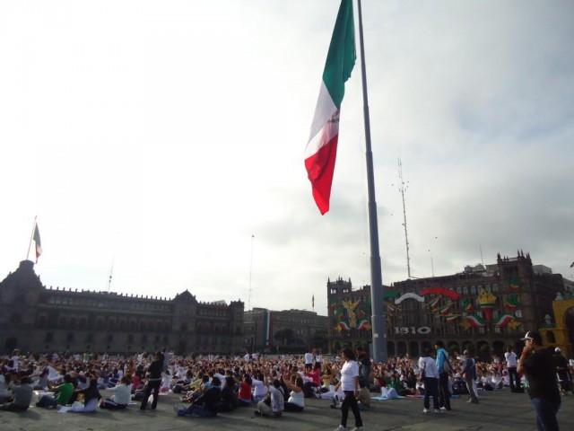Zócalo - einer der größten Plätze der Welt