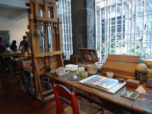 Fridas Arbeitsplatz und Rollstuhl