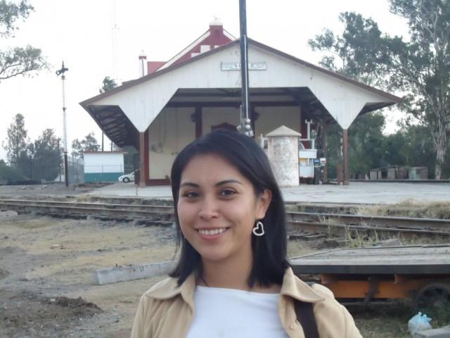 Míli und einer der vielen stillgelegten Bahnhöfe